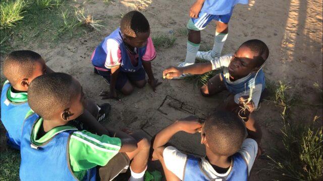 Så hålls barnen från gatan – Paul, 10 år, tänker bara på fotboll