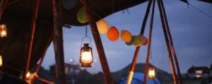 Fotogenlykta och ballonger i scoutkök