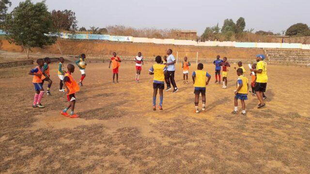 Full aktivitet på idrottsskolan i Kimpese