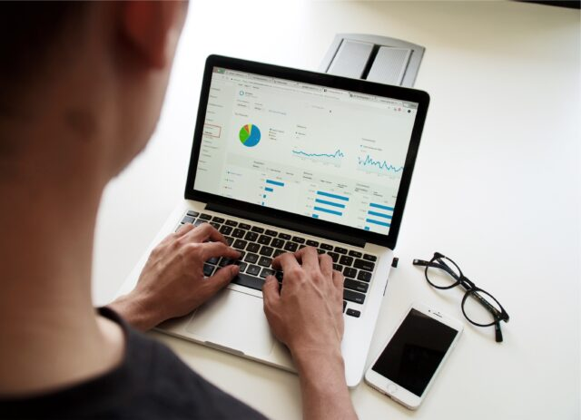 dator som visar statistik